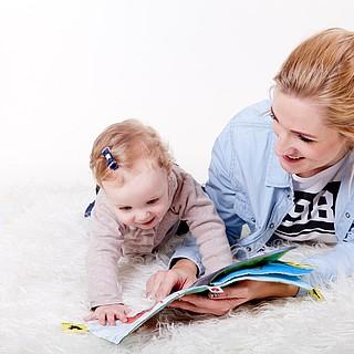Mütter übernehmen den Großteil der Kinderbetreuung