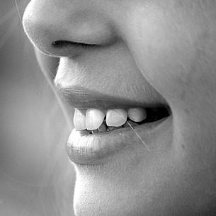 Darum sollten Jugendliche auf eine gute Zahnpflege achten