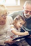 Fingerspiele für Kinder und Großeltern