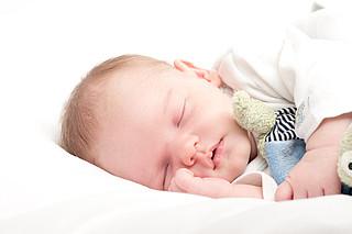 Wie viel Schlaf braucht mein Baby?