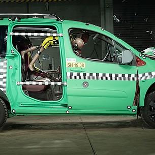 Kinder im Auto richtig sichern – auch auf kurzen Strecken